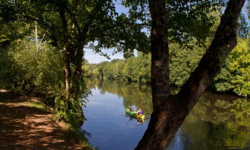 Activités La Vézère est accessible directement du Camping Le Paradis idéal pour le canoë