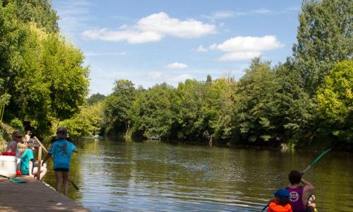 Rivière La Vézère est accessible directement du Camping Le Paradis grâce au ponton idéal pour des sorties en canoë