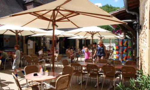 Services Terrasse du Bar Restaurant et de l'Epicerie au camping Le Paradis